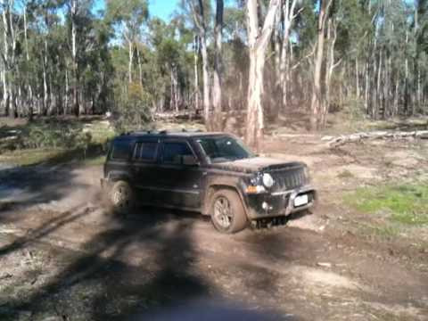 jeep patriot off road in some mud 4x4 youtube. Black Bedroom Furniture Sets. Home Design Ideas