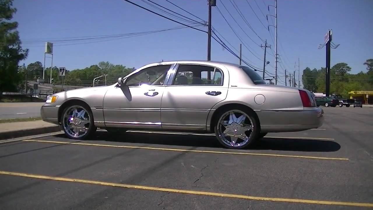01 Lincoln Towncar On 22s Youtube