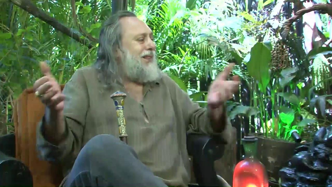 Caio lembra do tele-evangelista Jim Bakker  e a super-teologia da prosperidade.