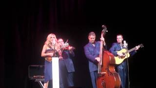 Watch Rhonda Vincent Jolene video