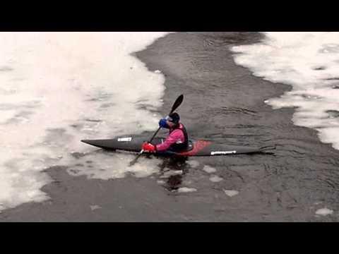 На байдарке по льду  Зимняя тренировка