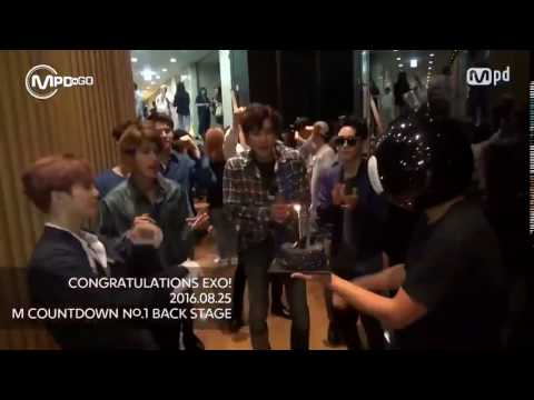 160825 - MCountdown No.1 Backstage with EXO (Chanbaek is real 😍)