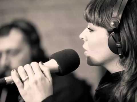 """Alessandra Amoroso – """"Fuoco d'artificio"""" (versione acustica)"""