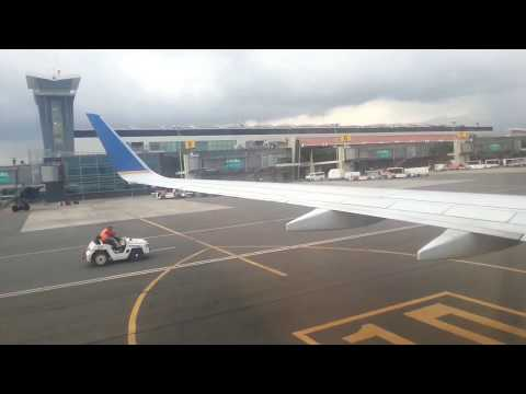 Aterrizaje en Juan Santa Maria airport