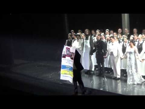 Anti - Putin protest on the Metropolitan Opera Stage