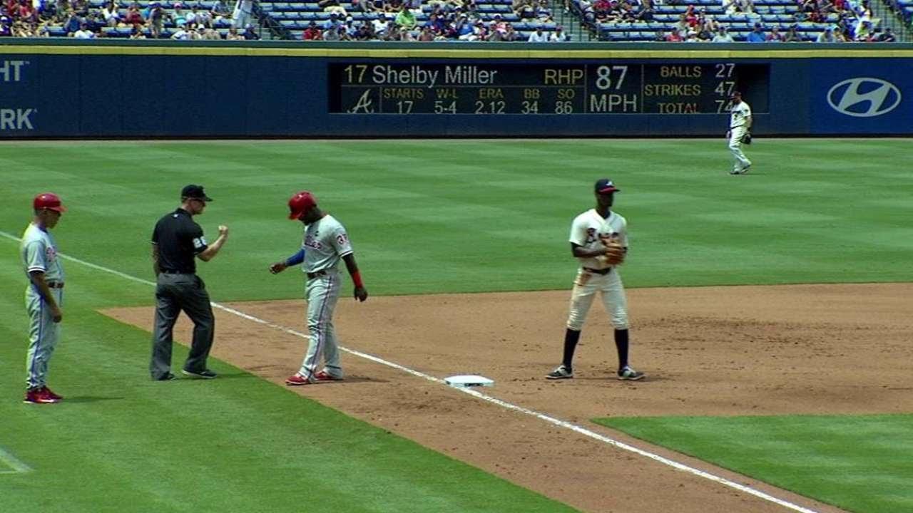 PHI@ATL: Pierzynski's throw nabs Herrera at third