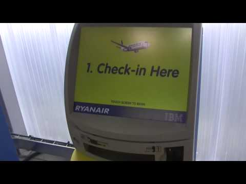Ryanair - bornes d'enregistrement auto check-in - Marseille MP2
