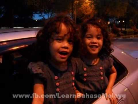 Twins Singing 'bapaku Pulang Dari Kota' - Nursery Rhymes video