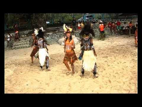 Dansa Adat Papua Barat