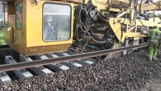 මෙහෙම දුම්රිය මාර්ග හැදිල්ලක් දැකලා තියෙනවද  Amazing railway track laying machine
