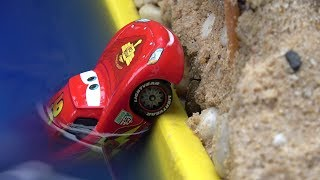 Cars falls in Water - Lightning Mcqueen be careful - Rescue squad Mater