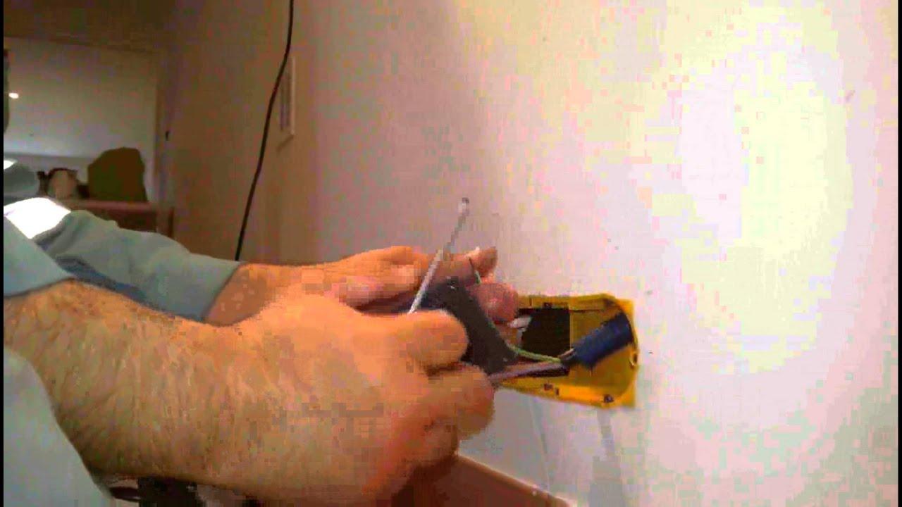 Comment installer une prise de courant fort youtube - Comment installer une prise electrique ...