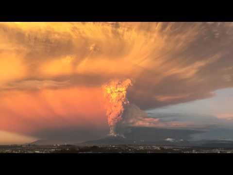 Explosión volcán Calbuco / Calbuco volcano explodes! / 该�尔布科�山爆炸! / Извержение
