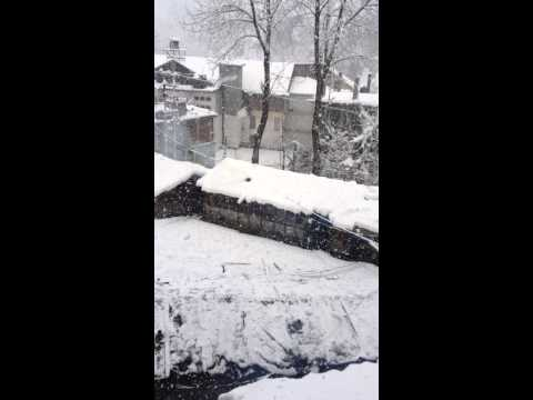 Snowfall in Manali,Himachal december 2013
