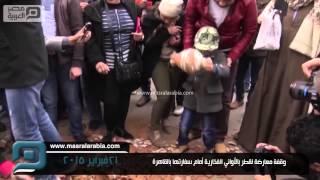 مصر العربية |  وقفة معارضة لقطر بالأواني الفخارية أمام سفارتها بالقاهرة