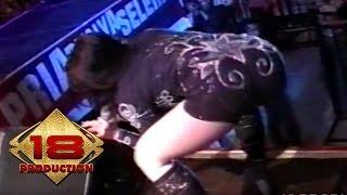 Uut Permatasari - Sinden Panggung  (Live Konser Palembang 17 Juni 2007)