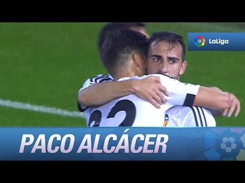 Paco Alcácer marca un hat-trick frente al SD Eibar