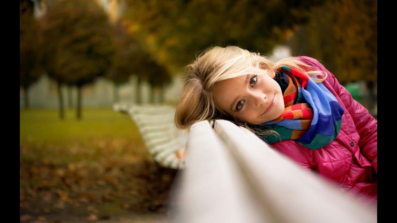 Фото женщин на скамейке 19 фотография