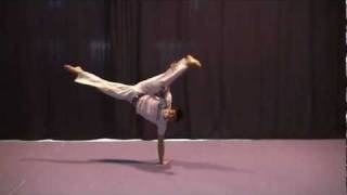 Capoeira movimentos & acrobatics tutorials + slow motion