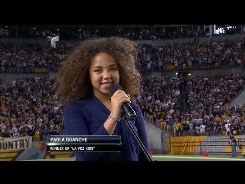 Paola Guanche canta en la NFL