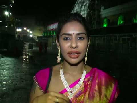 SriReddy Prayers in Tirumala || Srireddy Ready to Protest in Delhi | telugu corridor