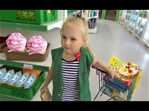 Алиса работает МОДЕЛЬЮ !!! Алиса играет в детском развлекательном центре Минополис