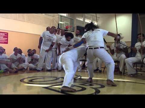 Capoeira Mandingueiro Contra Mestre Mosquito and Mestre Roque at Capoeira Luanda SD batizado 2015
