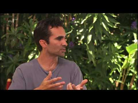 Nestor Carbonell (Richard Alpert) interview with skyone