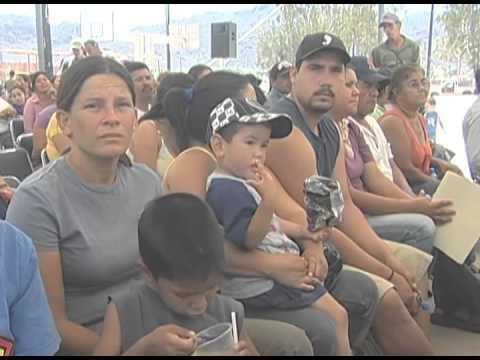 """Gobernador entregó material de construcción a familias afectadas por huracán """"Jimena"""". 12-05-2010"""