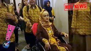 Duduk di Kursi Roda, Jupe Paksakan Umroh ke Tanah Suci - Cumicam 02 Januari 2017