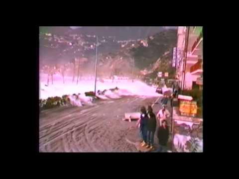 Una selezione di immagini della davastante mareggiata che, nel gennaio 1987, flagellò la Costiera Amalfitana. Riprese di Giancarlo Barela e Valerio Landi, ra...