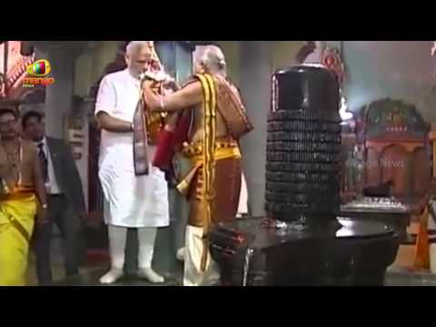 PM Modi offer prayers at the Naguleswaram Temple in Jaffna | Mango News