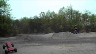 Traxxas E-Revo brushless - Backflip on dirt & head-on crash with a Duratrax Evader