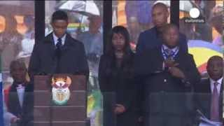 Fake sign language interpreter at Mandela memorial - 2013