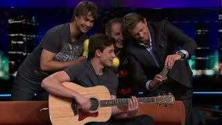 "Download Lagu Alexander Rybak and Shawn Mendes ""Stitches""  in the Norwegian talk show ""Senkveld"" 18.09.2015 Gratis STAFABAND"
