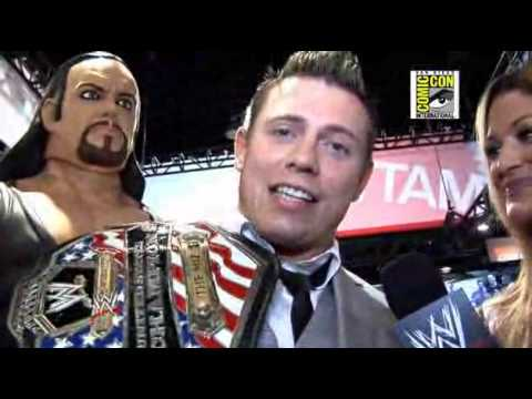 The Miz and Eve join in the excitement around Comic-Con