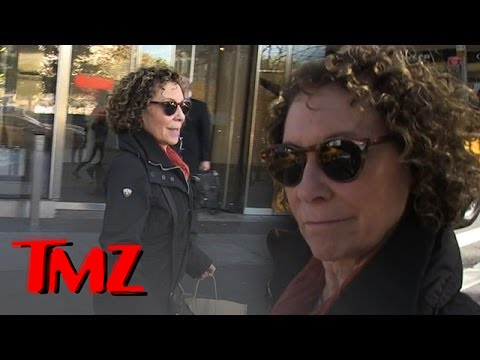 Rhea Perlman Drinks Beer and Its Sexy!
