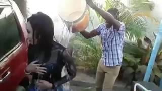 VIDEO: MTANGAZAJI WA CLOUDS TV AMWAGIWA MAJI AKIWA KAZINI