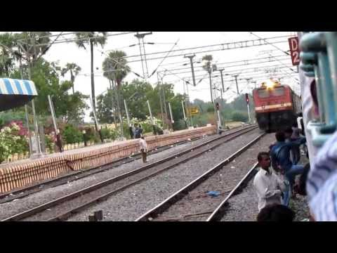 Wap-4 Swarna Jayanti Honks, Scares And Overtakes P7 Krishna At 110 Kmph !!! video