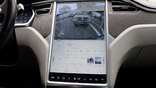 Tesla brings back splitscreen in V9 update 2018.42.2