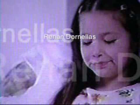 Comercial da sandália da Barbie com a ex-Chiquitita Victória Rocha