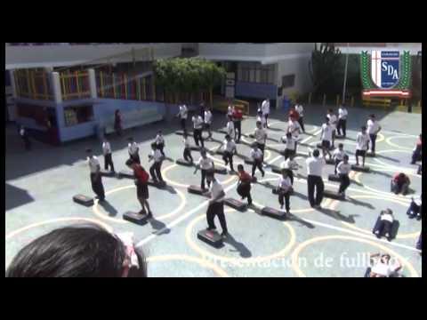 Presentación de fullbody por los alumnos del colegio.