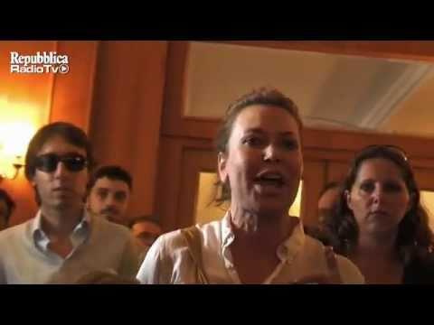 Urla e insulti tra Capezzone e Sabina Guzzanti durante una conferenza stampa