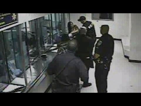 iowa woman livestreams verbal rant toward police | doovi