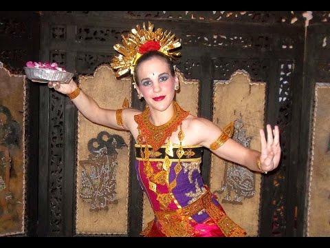 TARI PENDET - Balinese Classical Dance HD