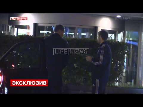 Алексей Березуцкий справляет нужду на улице