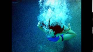 Watch Carrie Newcomer Below The Waves video