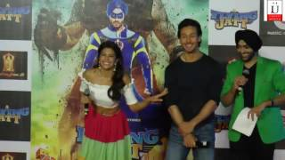 Jacqueline Fernandez KISS Tiger Shroff on the cheek at A Flying Jatt trailer launch