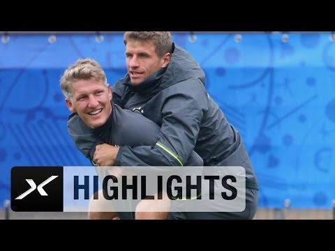 Bastian Schweinsteiger schleppt Thomas Müller ab | DFB-Team | EM 2016 Frankreich