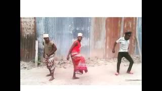 Angalia wazee wamewekwa mikono juu mwendo wa mateka